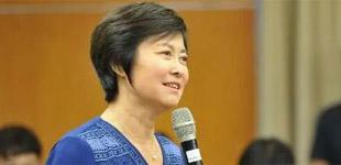 """敬一丹新书分享""""信""""的情缘        日前,著名主持人敬一丹在北京大学举办了一场别开生面的新书分享会。"""