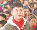 """李锐发起公益支教计划        """"村长""""李锐在微博发起""""跟着村长去支教""""公益计划,得到圈内好友的支持……"""