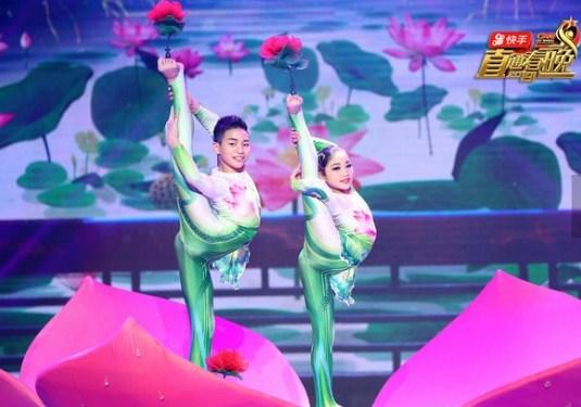 《直通春晚》逃脱魔术上演巅峰时刻民族歌舞唱美好家园