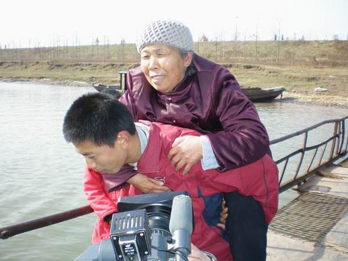 http://media.people.com.cn/mediafile/200706/03/P200706031933393125621920.JPG