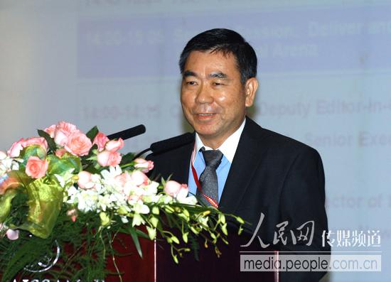 新加坡联合早报高级执行编辑严孟达在会上发言--传媒--人民网
