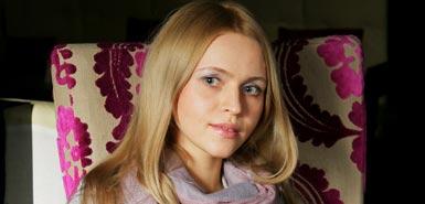 为普京唱赞歌俄罗斯少女成网络红人图