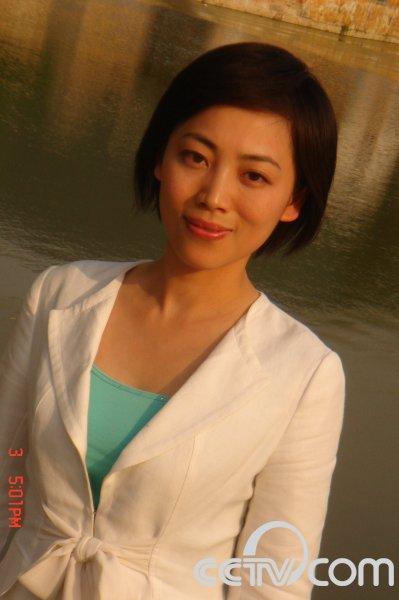 劳春燕是小三_央视女主播议满文军案:压力不是明星吸毒的理由 (7)--传媒--人民网