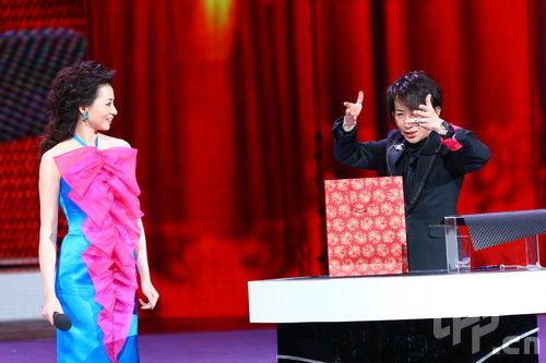 董卿:不知刘谦春晚和谁合作