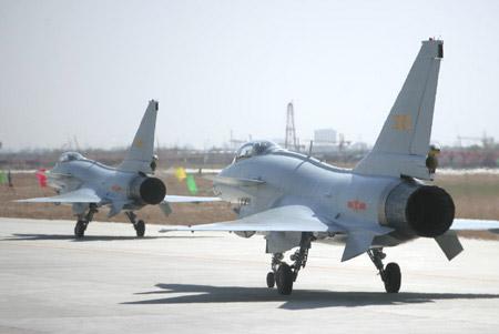 参与飞行表演的歼-10飞机(图片来源:外交部网站)