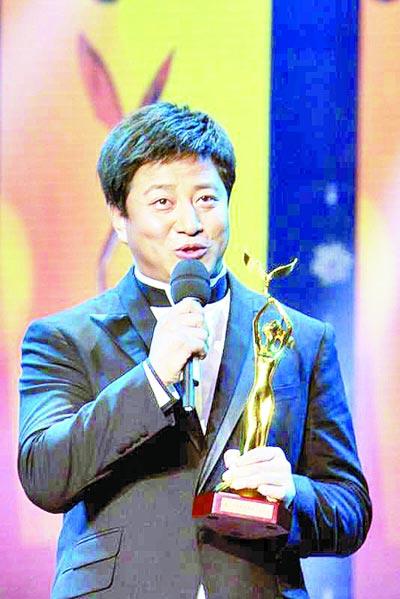 央视七套《乡村大世界》的主持人兼制片人毕铭鑫-农民 金鹰 主持人