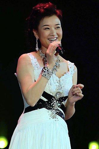 社会资讯_央视元宵晚会反串多 宋祖英演魔术 何李唱民歌--传媒--人民网
