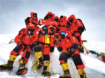 网友热议珠穆朗玛峰最新高程:世上无难事只要肯登攀