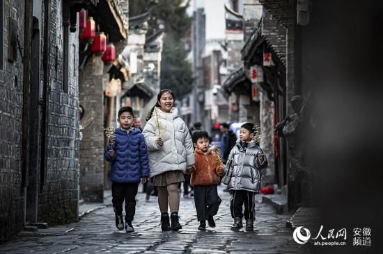 三河古镇喜迎新春