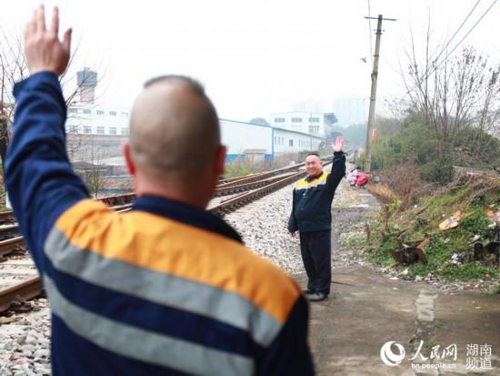 【新春走基层】五平方米的坚守:湖南邵阳扳道员37年保铁路春运平安